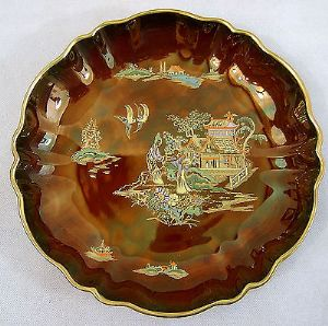 Carlton Ware - Rouge Mikado Round Fluted Bowl  with 2 Kissing Doves - 1950s